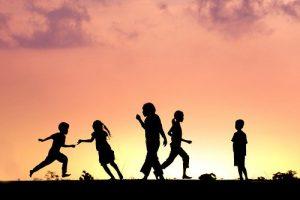 meninos-correndo