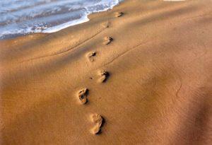 pegadas-na-areia